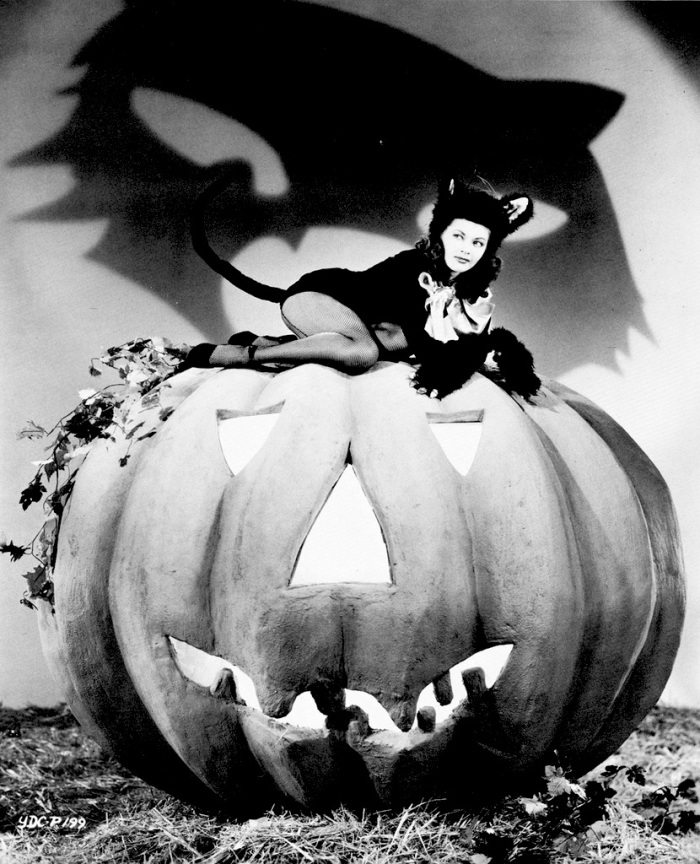 Todays Vintage Hollywood Halloween Trick Or Treater Is Miss Yvonne DeCarlo