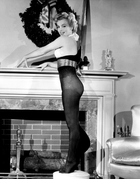 Vintage Christmas Pin Up: Marilyn Monroe | The Müscleheaded Blog